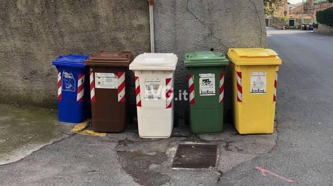 cassonetti raccolta rifiuti differenziata