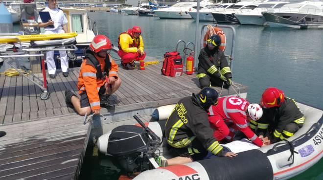 Esercitazioni anti incendio guardia costiera