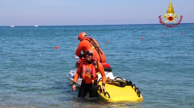 I vigili del fuoco di Savona presidiano il litorale di Savona e Vado