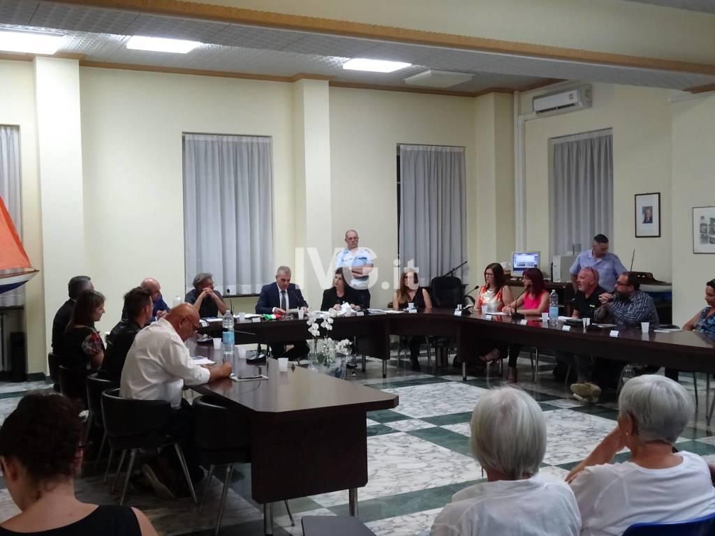 Il primo consiglio comunale dell'amministrazione Romano