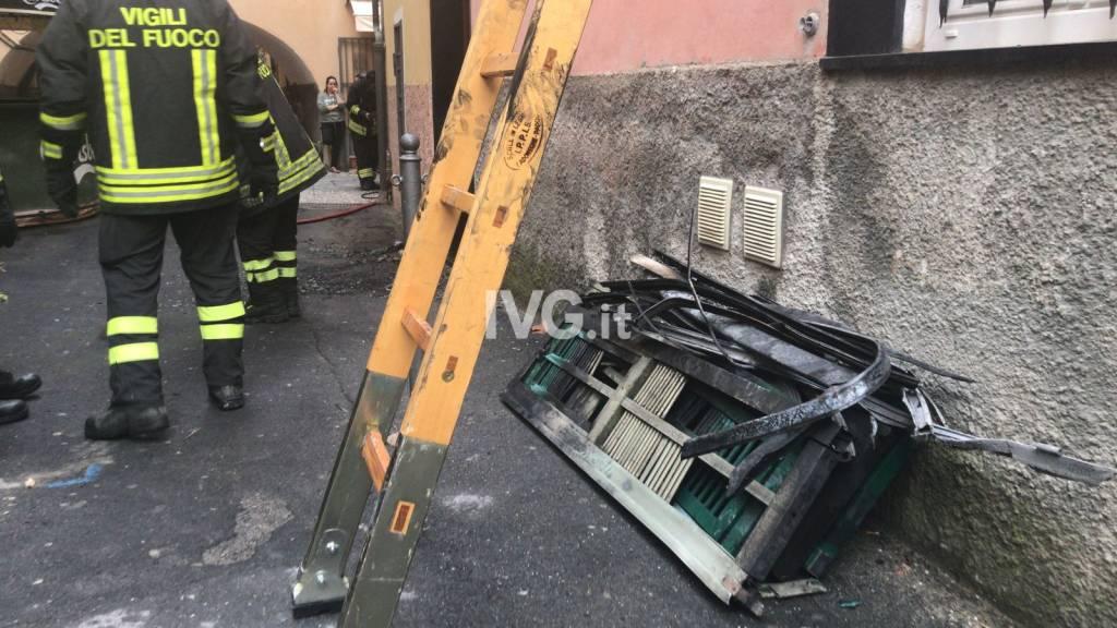 Incendio in un appartamento del centro storico di Laigueglia