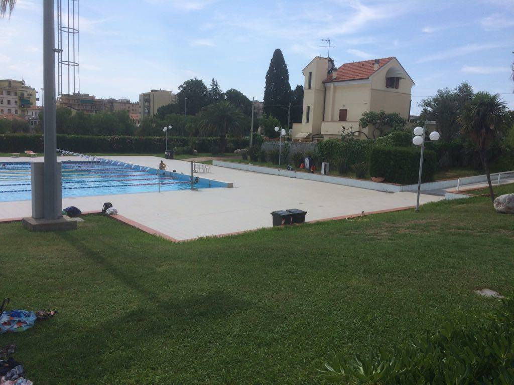 piscina olimpionica loano
