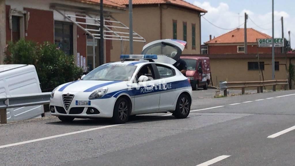 Scontro frontale tra un camion e un'auto tra Albenga e Ceriale
