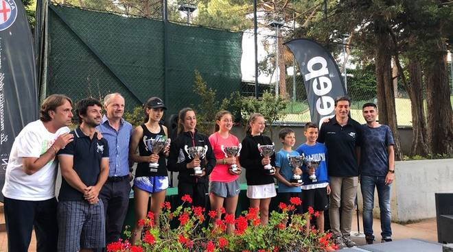 Tennis: le premiazioni dei campionati regionali under