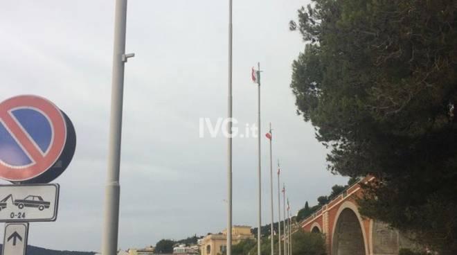Vecchie bandiere passeggiata Cadorna Alassio