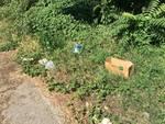 Albenga, discarica a cielo aperto nella zona circostante il cimitero di Leca