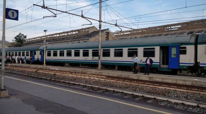anziano investito treno