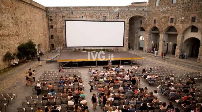 """Grande successo per la prima serata de \""""Il Cinema in Fortezza\"""" al Priamar di Savona"""