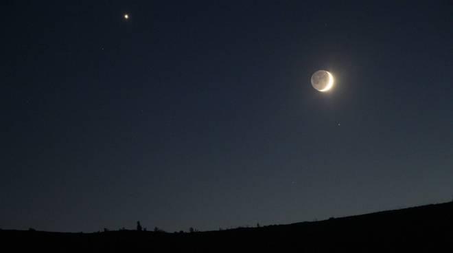 f1881691fa Spettacolo in cielo, occhi all'insù per l'eclissi di Luna in ...