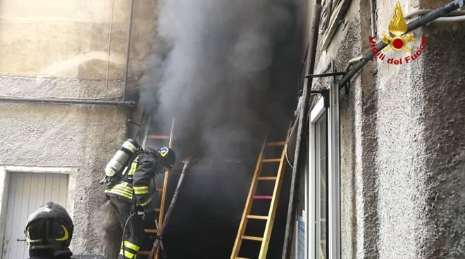 incendio magazzino sestri