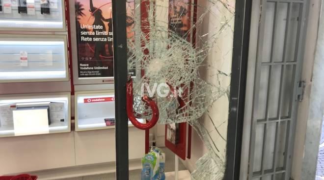 Raid di spaccate in viale Martiri ad Albenga
