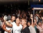 Un successo l'edizione 2018 del Beach Party tra ghirlande, palloncini e centinaia di giovani festanti
