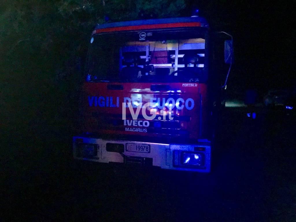 Auto esce di strada in via del Sale a Zuccarello