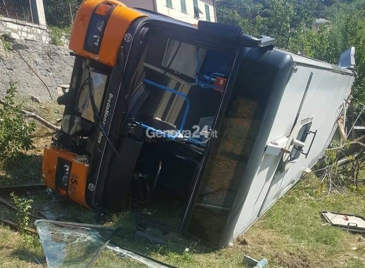 Autobus Amt esce di strada a bavari
