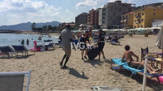 Blitz anti abusivi sulle spiagge di Pietra
