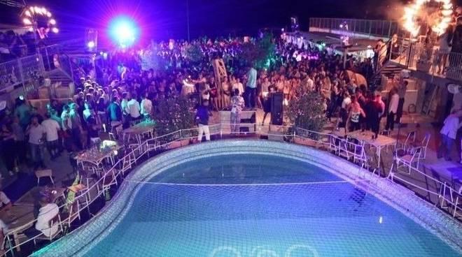 Cena a bordo piscina, serata disco e fuochi d\'artificio: Ferragosto al Goa Beach