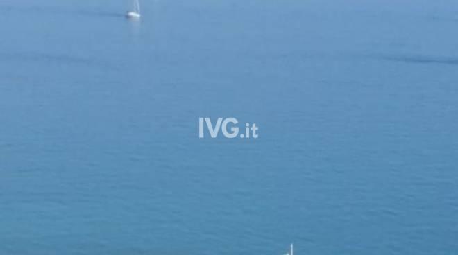Roberto e Lorena hanno detto di sul molo dei marinai a Pietra Ligure