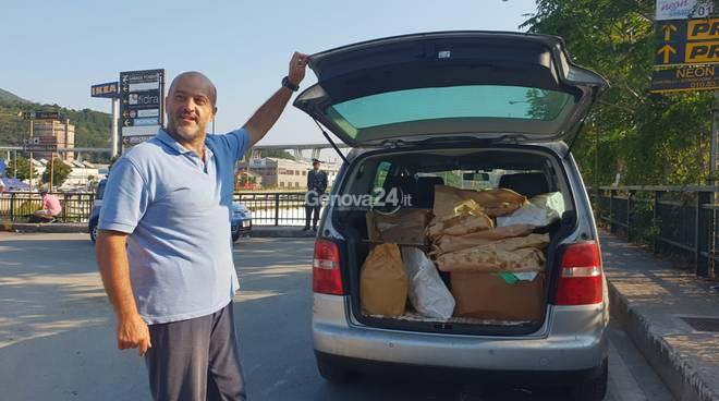 cittadino dona focaccia raccolta nei forni ai soccorritori