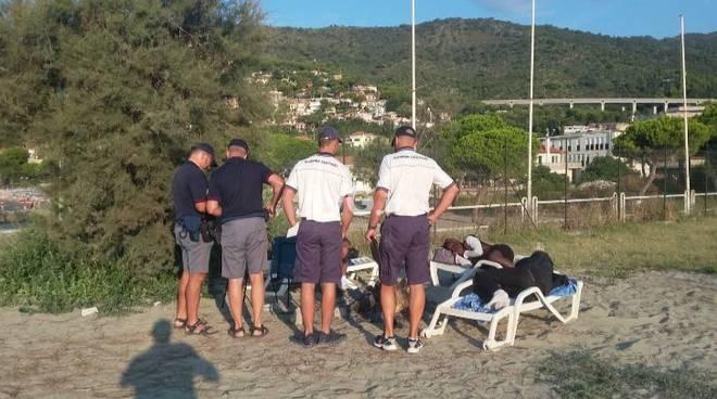 Polizia Alassio Campeggiatori Spiaggia