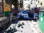 incidente frontale auto polizia