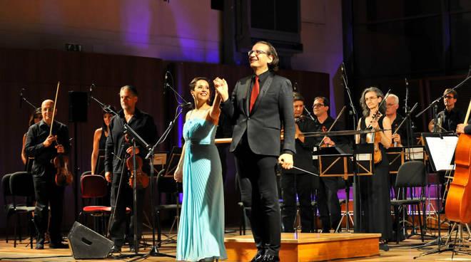Orchestra Sinfonica di Sanremo e soprano Lella Costa