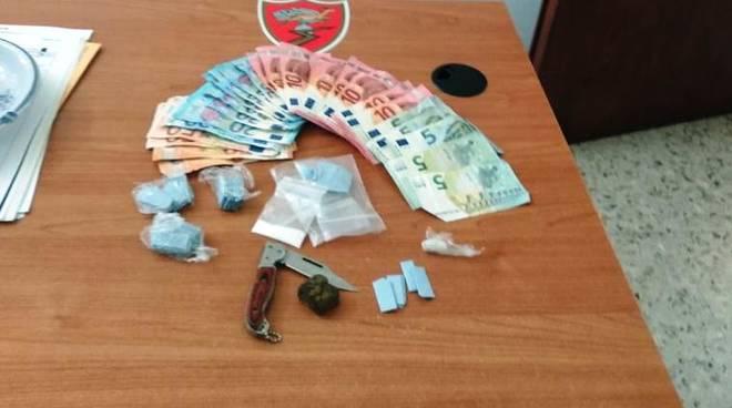 spaccio soldi carabinieri