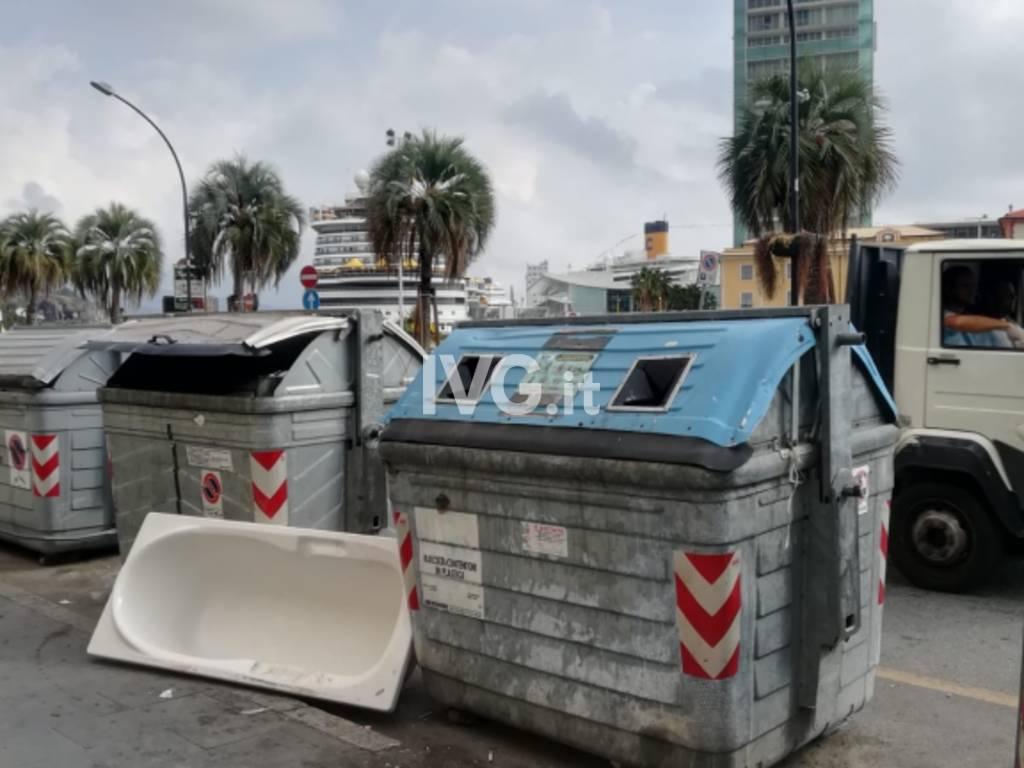 cassonetti degrado spazzatura centro Savona