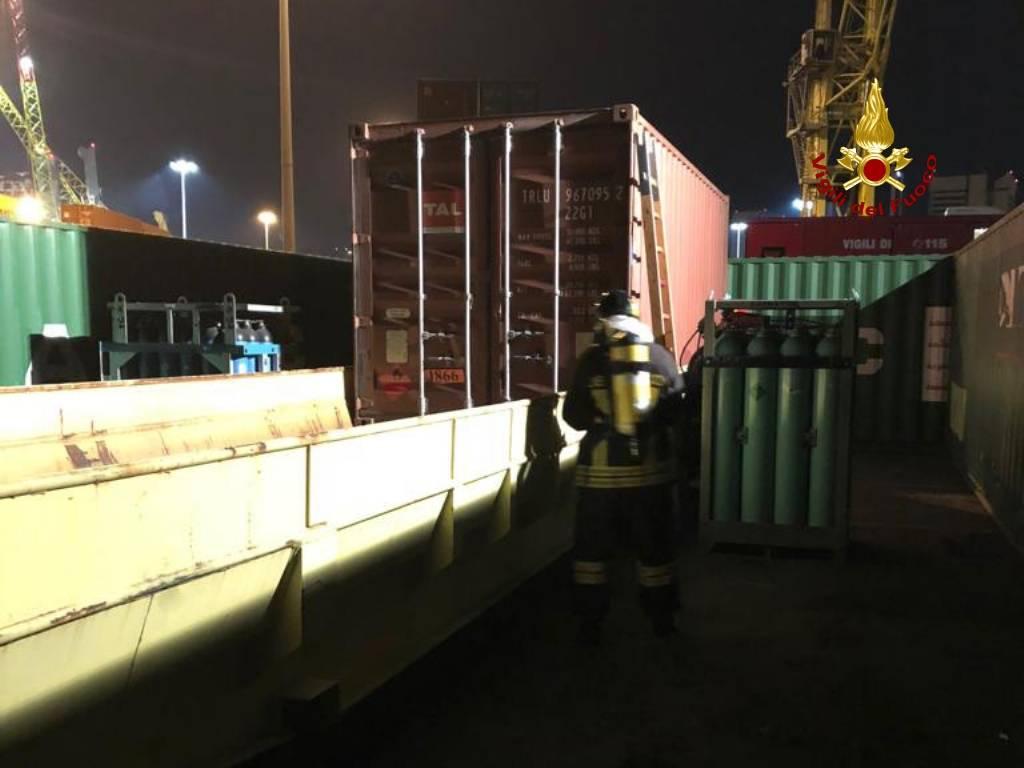 container tossico, vigili del fuoco