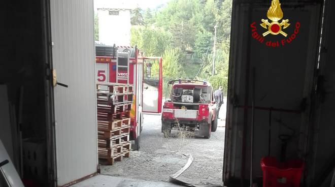 incendio magazzino isorelle, vigili del fuoco