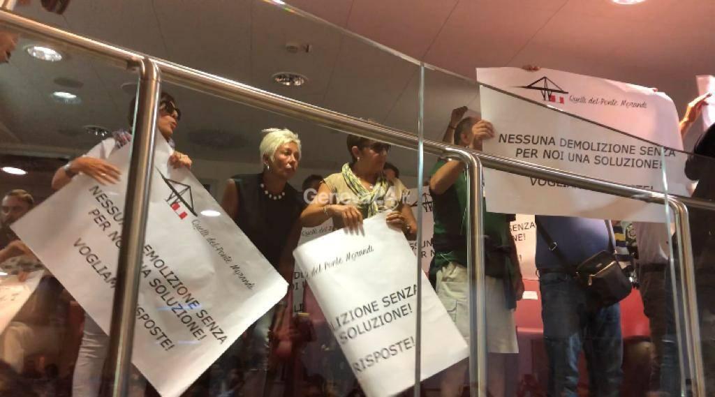"""la protesta di """"Quelli del ponte Morandi"""""""