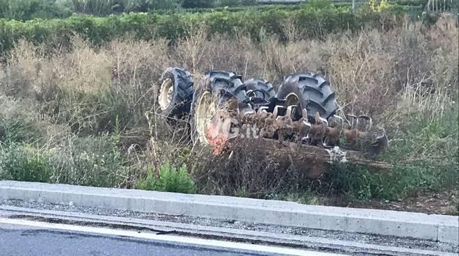 trattore incidente