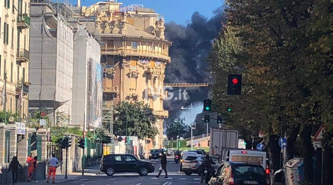 A fuoco la nuova sede dell'autorita Portuale a Savona