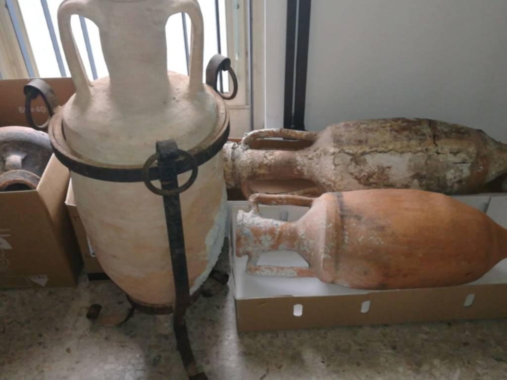 Alassio, anfore romane sequestrate dai carabinieri
