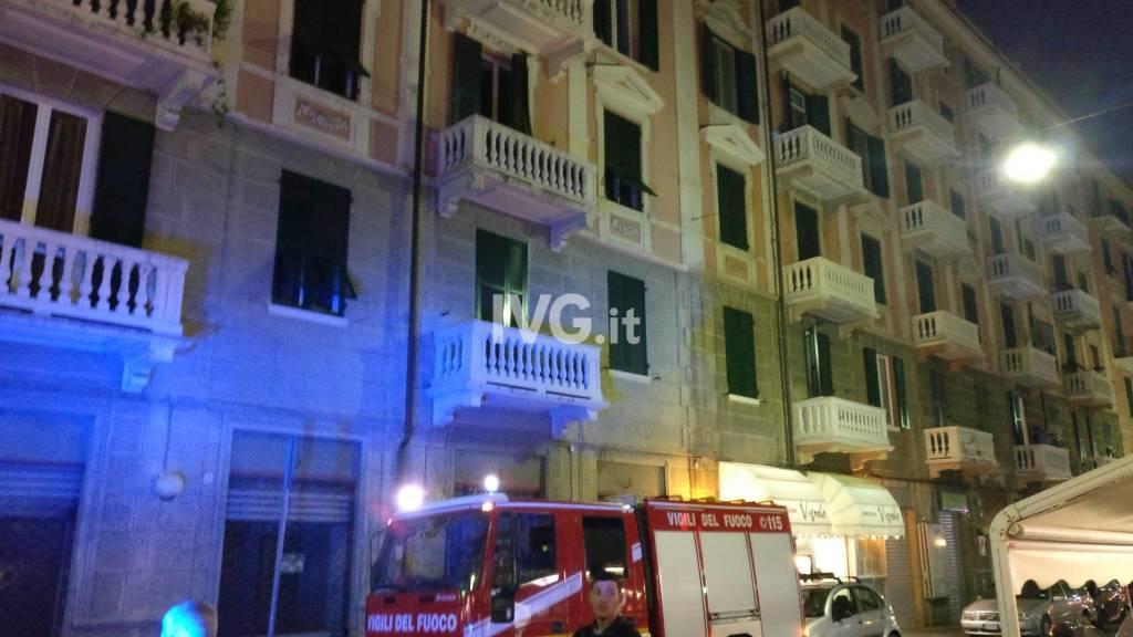 Allarme incendio in un appartamento di via Guidobono a Savona