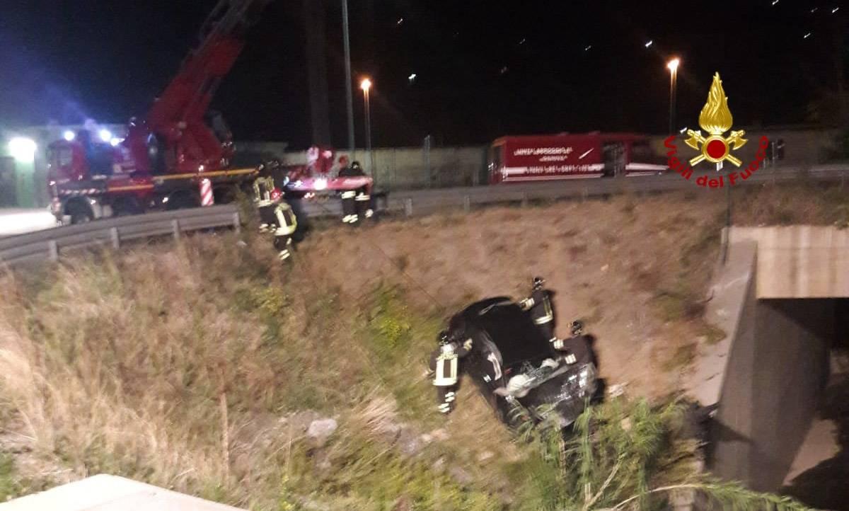 Auto caduta fiume a Borzoli