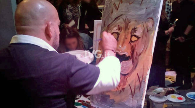 """Don\'t kill the Lion King\"" alla finale italiana ArtBattle a Genova l\'artista Pastorino contro la caccia."