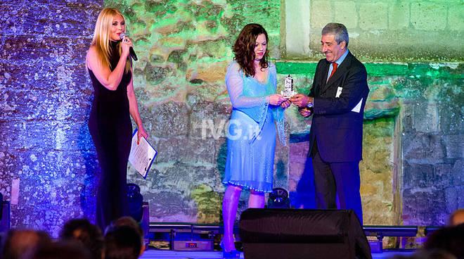 Lei mi sorride ancora  di Rita Muscardin   Romanzo Vincitore Premio Cimitile 2018   Il Premio sbarca a Savona