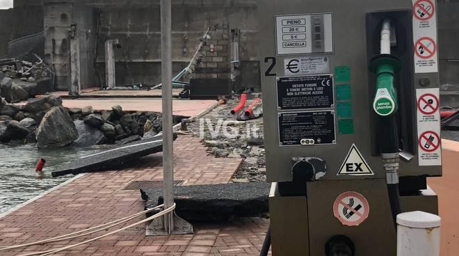 Varazze, danni alla Marina: spazzato via il distributore interno del ...