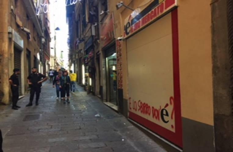 operazione carabinieri nel centro storico di Genova