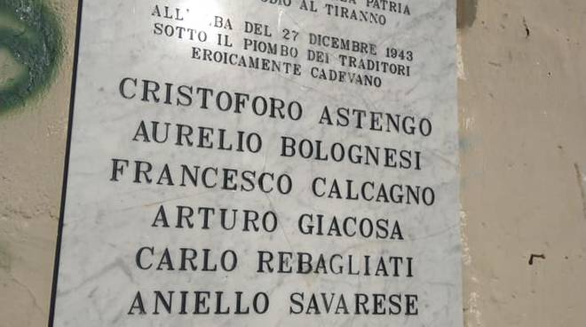 """Posata la nuova lapide che ricorda il """"Natale di Sangue"""" a Savona"""