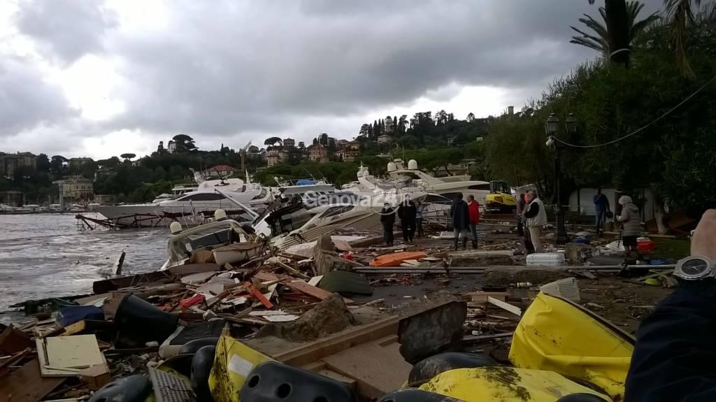 Rapallo, distrutto il porticciolo, passeggiata irriconoscibile