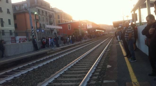 ritardo treni sestri ponente stazione