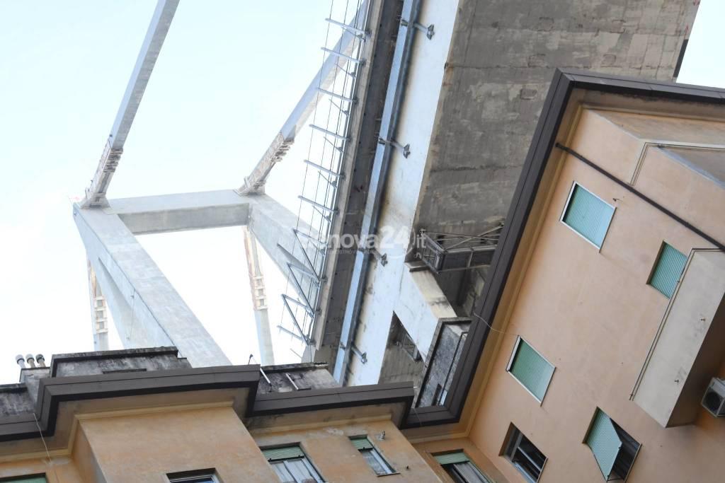 Sfollati ponte Morandi, le operazioni di recupero dei beni nelle abitazioni