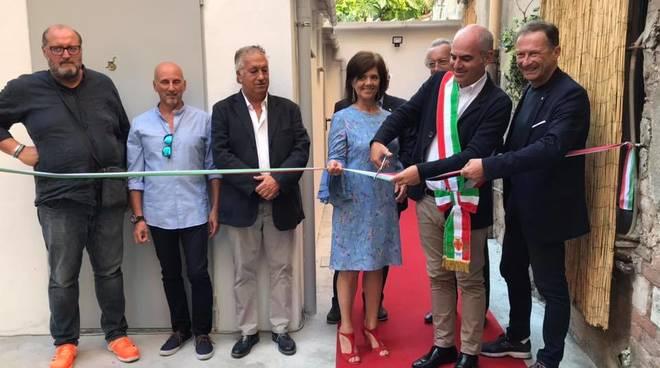 Teatro ambra albenga inaugurati i nuovi camerini ed il bagno per disabili - Il bagno teatro ...