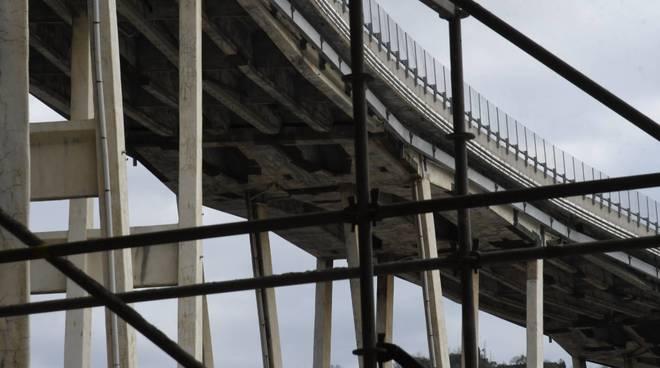 Apre c.so Perrone dopo il crollo del Ponte Morandi