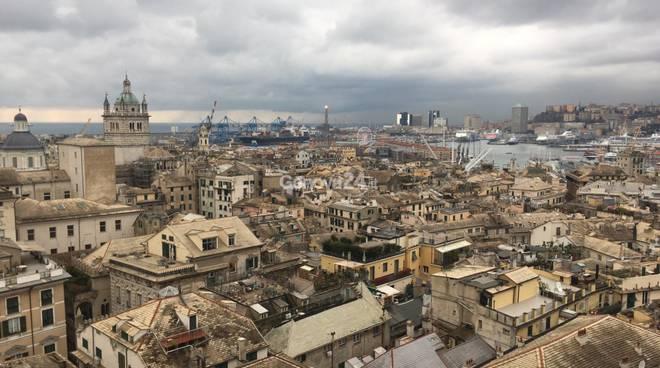 genova maltempo nuvole centro storico veduta città