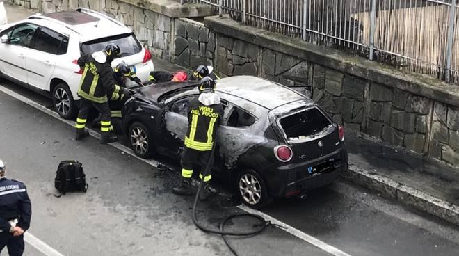 incendio autovettura vigili del fuoco vvff