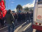 Lavoratori Piaggio in protesta a Savona