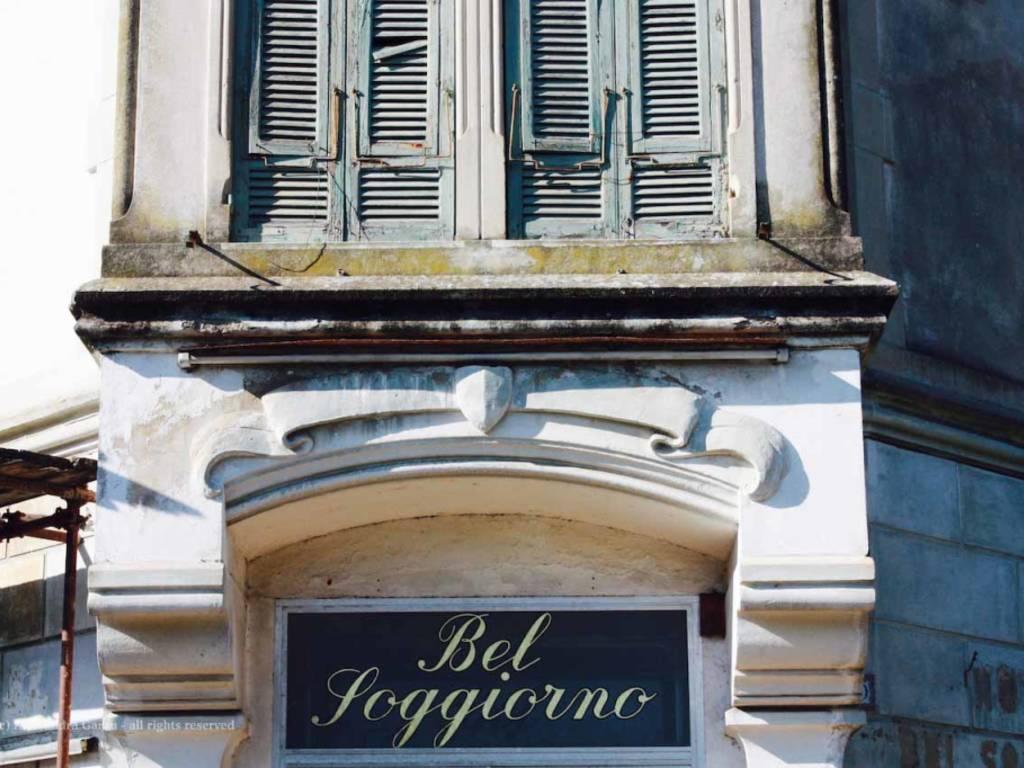 Incendio in un hotel abbandonato a Rapallo, una persona ...