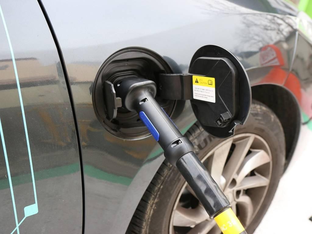 ricarica elettrica auto